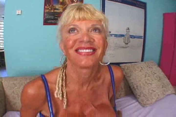 Milf blonde ypp
