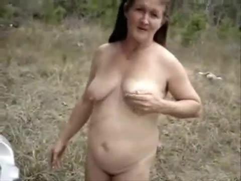 Bbw walks naked with selfie stick 4