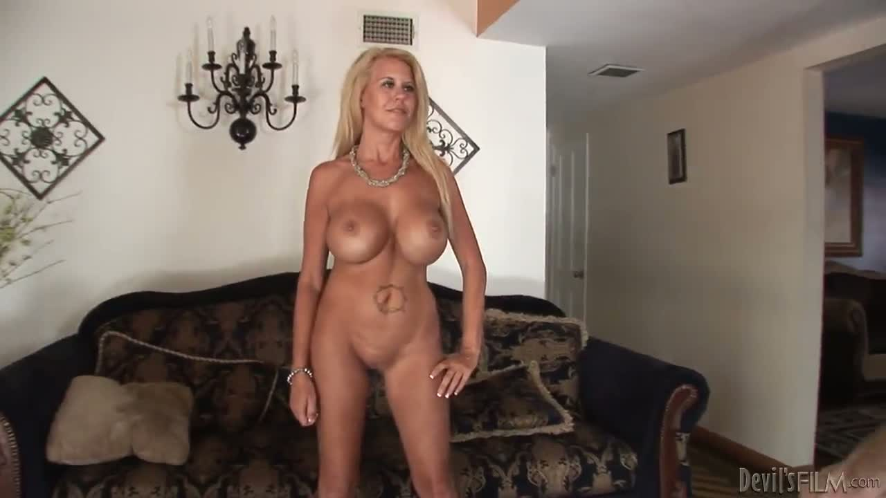 Mature thakes it hard boobs porn videos