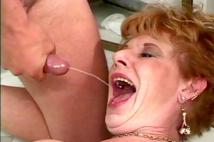 Young pussi oral job