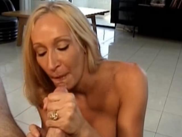 Mature women fucking and cumming