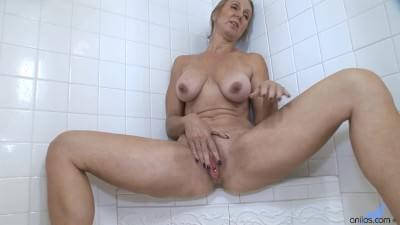 DOLORES: Milf jenna covelli squirting in the shower