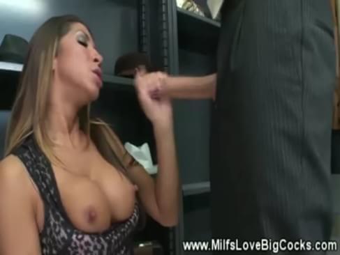 Sucking Stud Gets Creamed