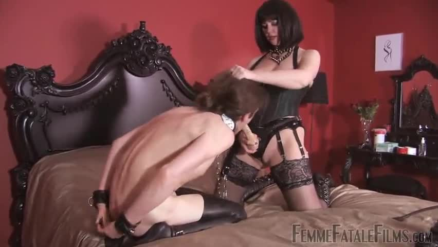 free clips girl being seduced by lesbian
