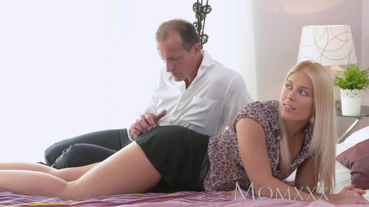 gets Blonde fucked mom