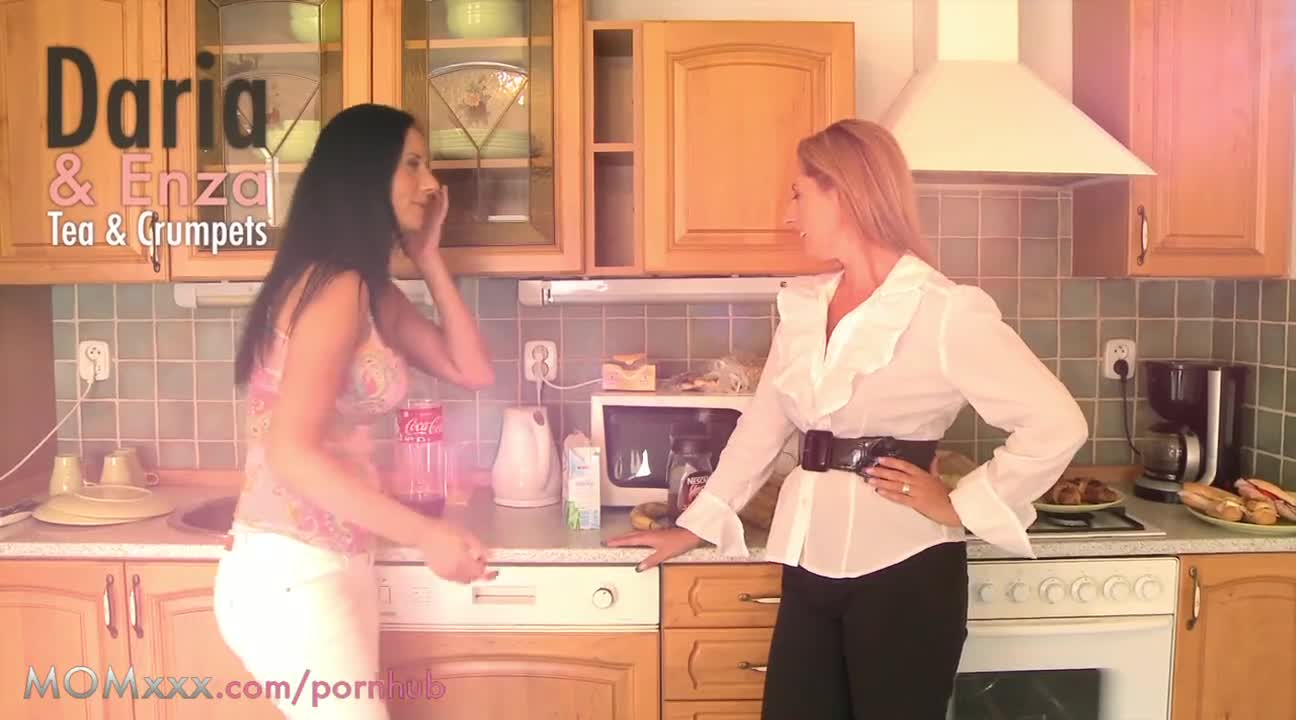 housewives try lesbian sex