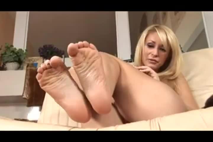 Monique Fuentes Footjob -
