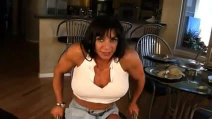 Est Body builder spreads pussy can please