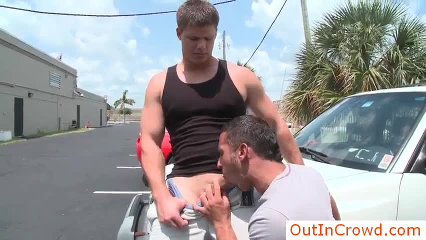 Muscled Gay Hunk Yenier Jerking His Awesome Jizzster