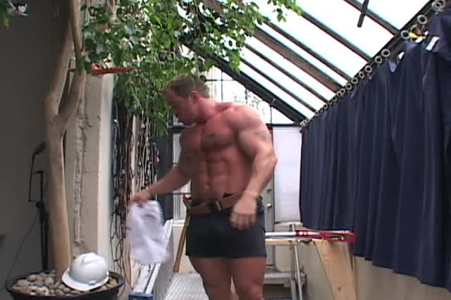 muscular construction worker jerking off : xxxbunker.com ...