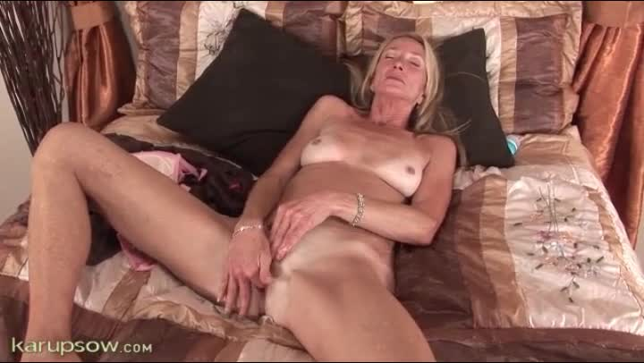 Do older women masturbate