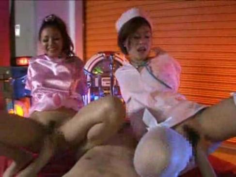nana kitami and yoko simg Lingerie Sexy Blanche pour Roxanne Pallett
