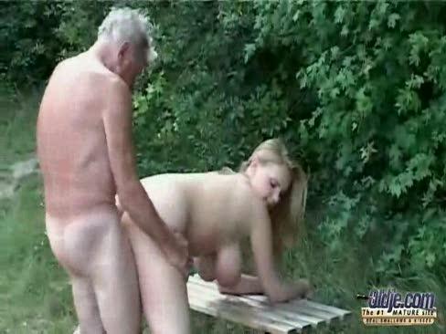 video-ebli-starikov