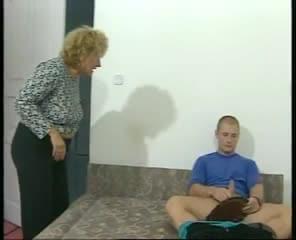 Oma Erwischt Enkel Beim Wichsen