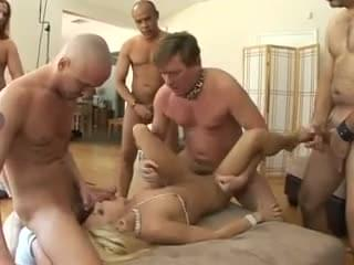 Naked party voyour
