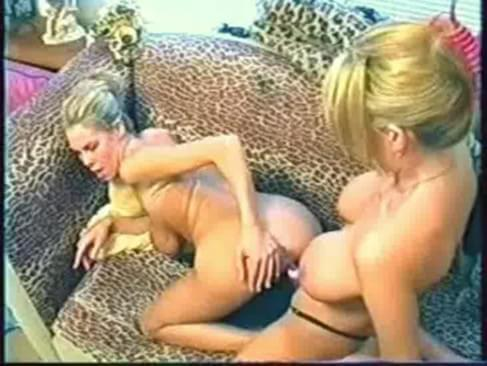 Hot babe pissed on