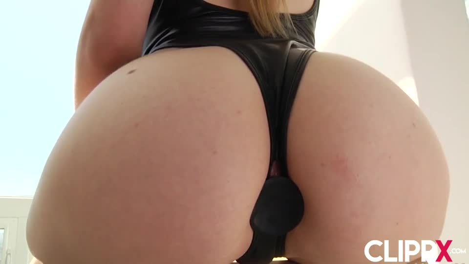 Skinny pussy squirting cum
