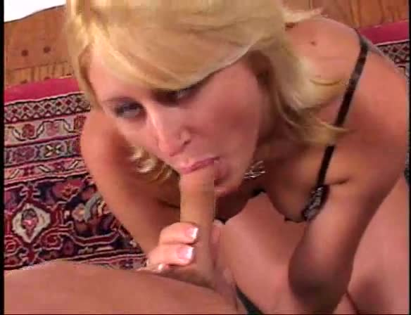 Amateur Milf Sucking Cock And Rimming