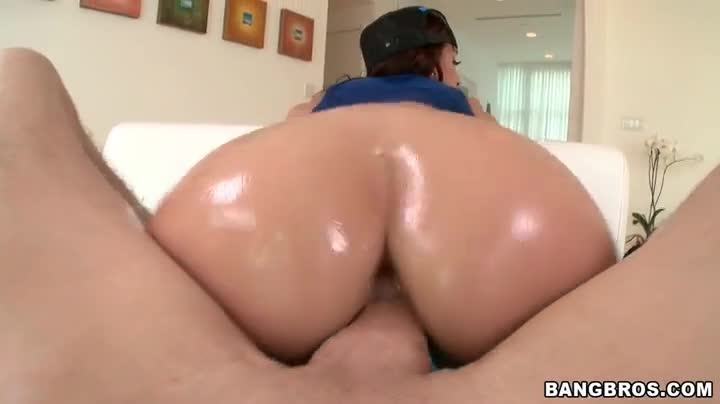 Big round ass riding
