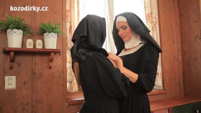 Slotload italian nun out door sex