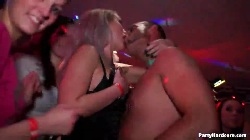 Free video sex in night club