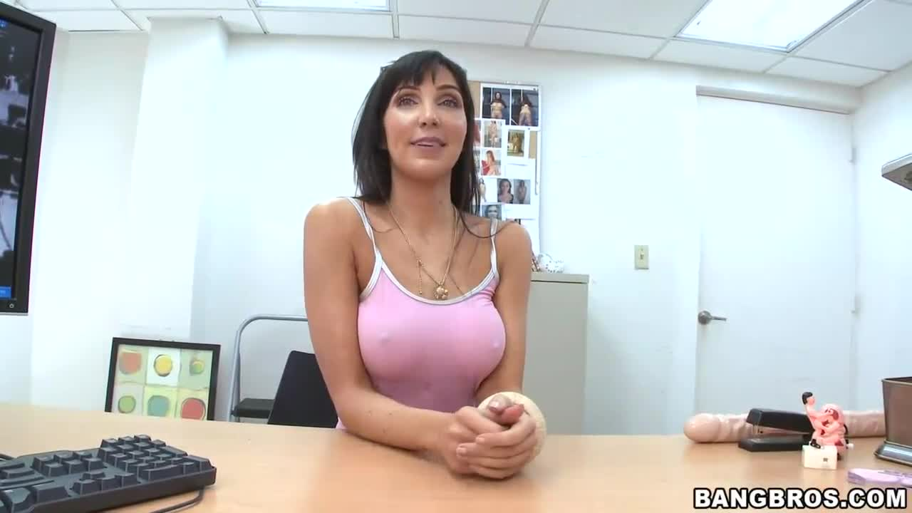 Hot milfs giving head