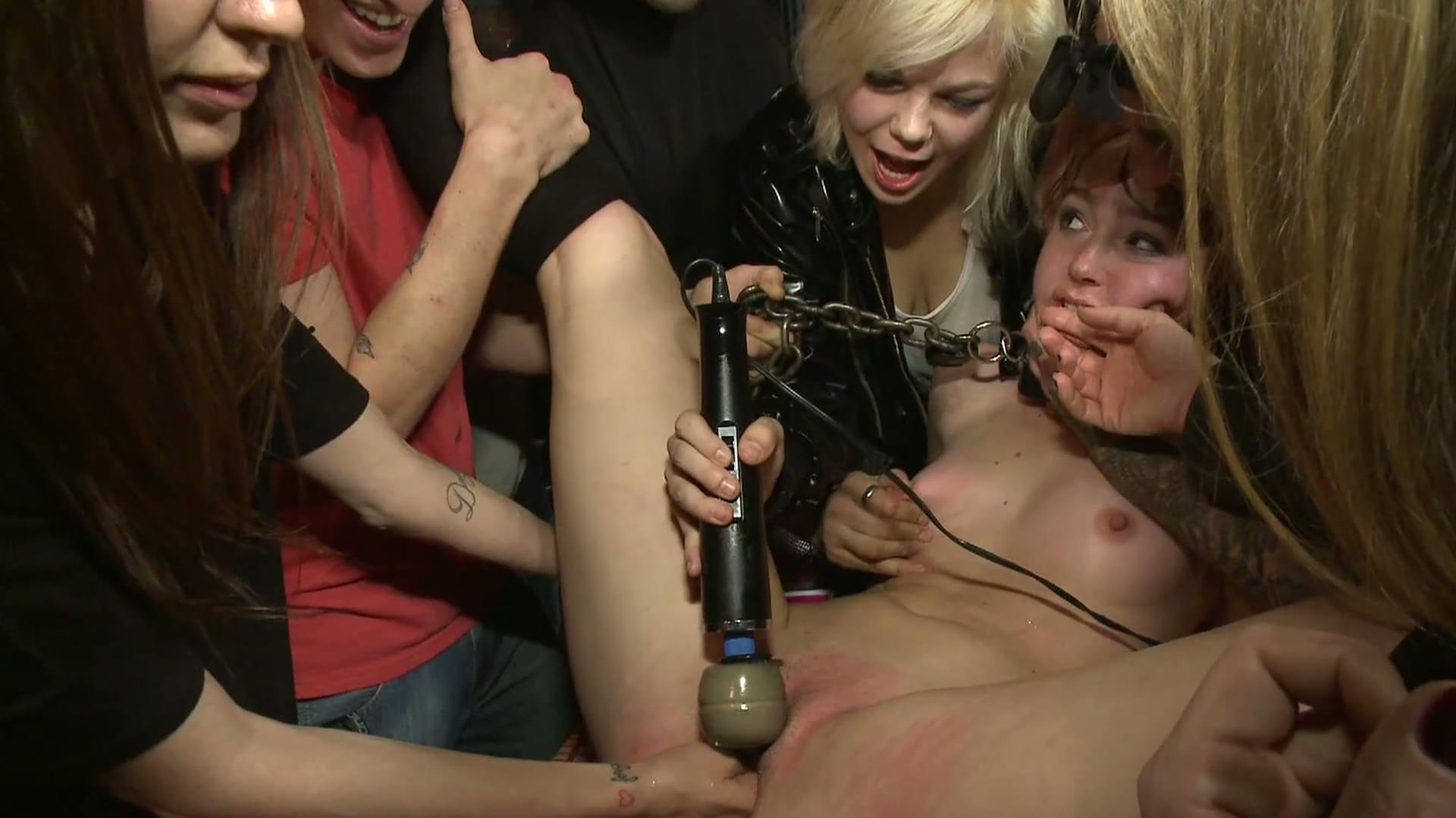 Порно видео публичноеунижение сексом