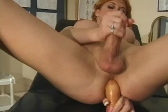 Shemale on sybian