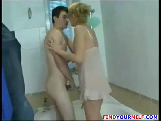 Milf seduces teens