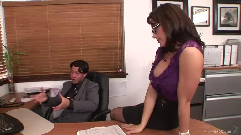Вагинальный секс с полногрудой секретаршей в офисе раком36