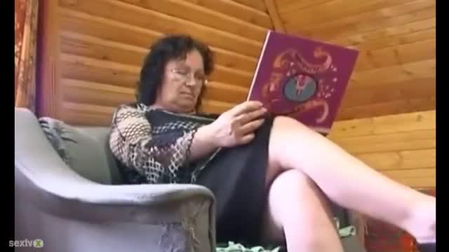 Mature milf cum filled pussy