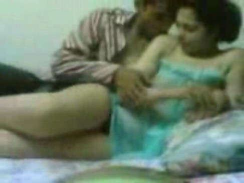 Home made romantic sex tape by a hot arabic girl with her mate at college .