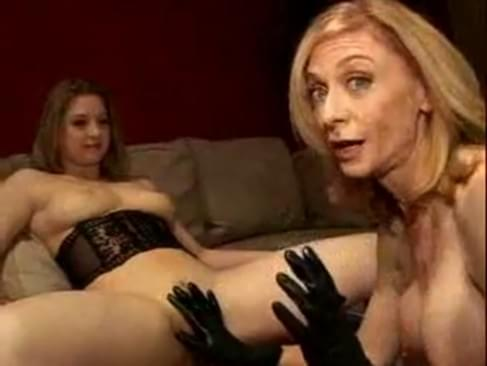 sunny lane & nina hartley mess around