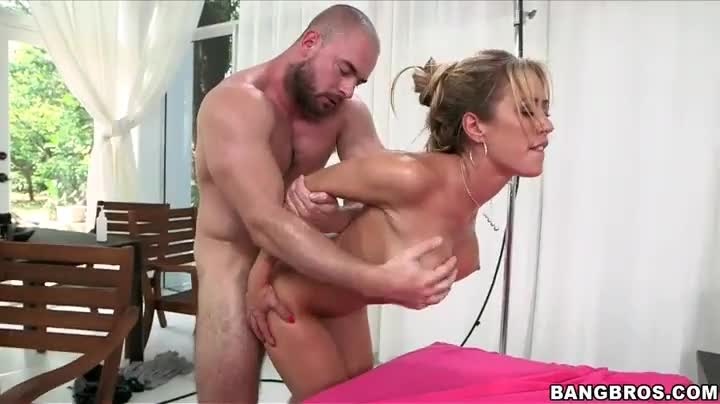 Sucking And Fingering Pussy