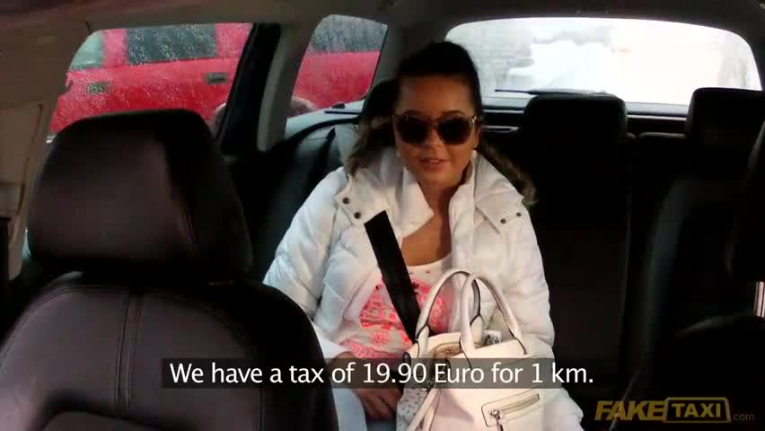 Taxi driver overcharges teen who cant pay 3