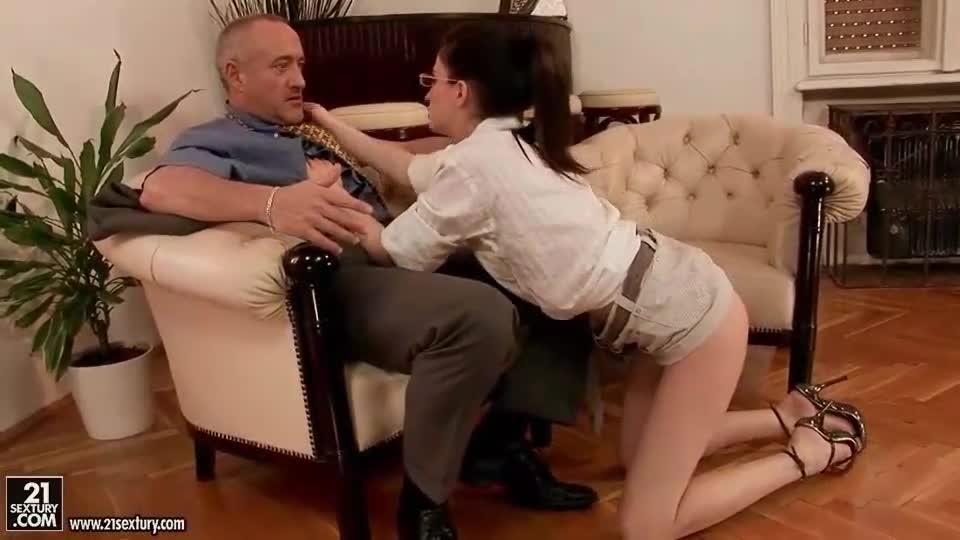 Secretary XXX Videos - Real office secretaries seduced