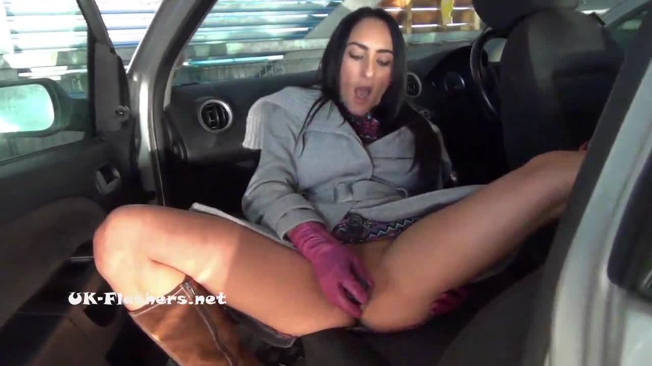 Brunette to sex Babe wants