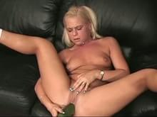 Hot babe spreads her ass